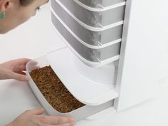 The world´s first desktop hive for edible insects : empowering you to grow a food revolution straight out of your kitchen!