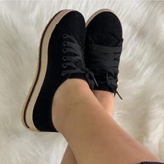 Handstickerei – erstaunlicher Trick – Jewellery For Lady J Shoes, Fall Shoes, Cute Shoes, Trendy Shoes, Casual Shoes, Fashion Boots, Sneakers Fashion, Shoes With Leggings, Womens High Heels