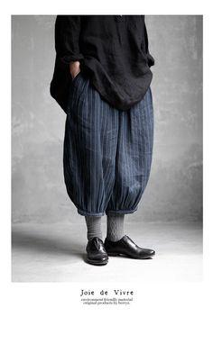 Pin on ファッションアイデア Quirky Fashion, Boho Fashion, Fashion Outfits, Womens Fashion, Fashion Design, Khaki Pants Outfit, Pantalon Large, Layered Fashion, Japanese Outfits