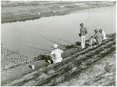 """""""Migratory workers fishing to eat, Belle Glade, Florida"""" January 1939 Farm Security Administration Collection. With Zora Neale Hurston in Their Eyes Were Watching God. Vintage Florida, Old Florida, Migrant Worker, Florida Girl, School Photography, Fishing Life, New York Public Library, Love Images, Historical Photos"""