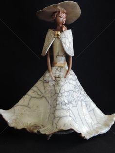 la mariée (Sculpture) by Anne Schmitt raku blanc