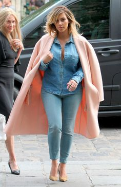 love the total jeans look and the pink oversize coat                                                                                                                                                                                 Plus