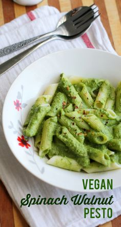 A vegan recipe for creamy spinach walnut pesto sauce. #vegan #glutenfree