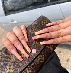 12 Emotional Stages of Giving Yourself a Manicure - Amately Aycrlic Nails, Swag Nails, Grunge Nails, Best Acrylic Nails, Acrylic Nail Designs, Gorgeous Nails, Pretty Nails, Exotic Nails, Fire Nails
