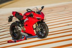 Ducati Supersport, Motorcycles, Sportbikes, Sports, Motorcycle, Engine, Motorbikes, Crotch Rockets