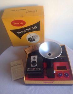 VTG  Kodak Brownie Hawkeye Camera Flash Outfit Original Box Original Batteries