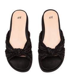 61b8d592a91 25 bästa bilderna på skoinspiration i 2019 | Fashion shoes ...