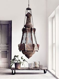 Tämän lampun tuoman valon tahtoisin nähdä.  Kävisi jännittävyydellään myös boho chic -tyyliin. [Sisustustoimisto Aveon inspiraatioblogi » Aveo]