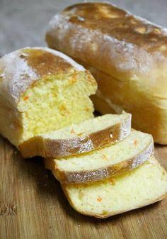 Pão de leite com cenoura2 ovos caipiras1 xícara de leite morno1/2 xícara de azeite de oliva3 1/4 xícaras de farinha de trigo3 colheres (sopa) de açúcar demerara