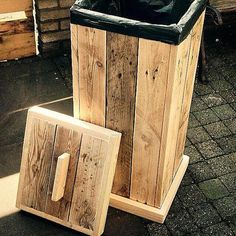 Pallet Furniture Projects Recycled Pallet Project Ideas - The Idea Room - In today's Recycled Pallet Project Ideas post I am going to show you some creative Pallet Projects and Ideas to inspire you to create your next pallet project. Wooden Pallet Projects, Wooden Pallet Furniture, Woodworking Projects Diy, Wooden Pallets, Rustic Furniture, Pallet Wood, Pallet Boxes, 1001 Pallets, Woodworking Plans