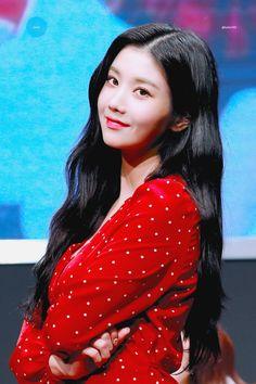 Yuri, Japanese Girl Group, Woollim Entertainment, The Wiz, Korean Beauty, Korean Singer, Pop Group, Kpop Girls, Korean Girl