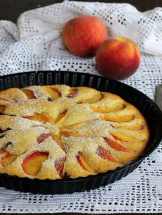 CROSTATA PESCHE E RICOTTA ricetta dolce veloce con frutta fresca Sweets Recipes, Cooking Recipes, Baba Recipe, Patisserie Sans Gluten, Cocktail Desserts, Torte Cake, Pie Dessert, Sweet Cakes, I Love Food
