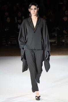Yohji Yamamoto Fall 2015 Ready-to-Wear Fashion Show - Mona Matsuoka (IMG)