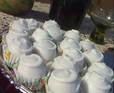Elias Mamalakis Φοντάν σοκολάτας Greek Cookies, Greek Sweets, Greek Easter, Mini Desserts, Greek Recipes, Truffles, Cake Pops, Caramel, Sweet Tooth