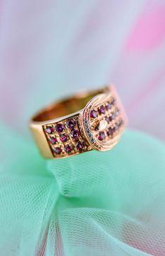 Inel realizat din argint placat cu aur roz de 14 karate, ornamentat cu pietre de rodolit fațetate și zirconia, piatră de sinteză.  Cod produs: DI3161 Greutate: 8.06 gr. Lungime: 1.30 cm Circumferință inel: 55 mm Wedding Nails, Wedding Rings, Ways To Lower Cholesterol, Boho Wedding Dress, Social Platform, Lapis Lazuli, Perfect Wedding, Class Ring, Topaz