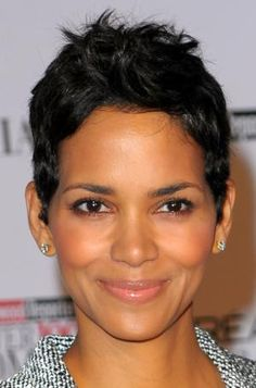 19 Sexy Short Hairstyle Ideas: Celebrities With Short Hair: Halle Berry