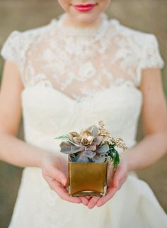 succulents + gold  Photography By / annerobertphotography.com/, Design By / somethingvintagerentals.com