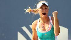 Caroline Wozniacki Caroline Wozniacki /voʑˈɲatski/ es una jugadora de tenis profesional danesa, nacida el 11 de julio de 1990 en Odense, Dinamarca ex n.º 1 del mundo y actualmente ubicada en el puesto n.º10 de acuerdo al ránking de la WTA. En el 2009 llegó a la final del US Open, perdiendo contra la belga Kim Clijsters.