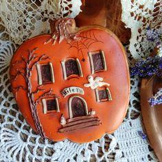 Halloween pumpkin cottage cookie // Teri Pringle Wood