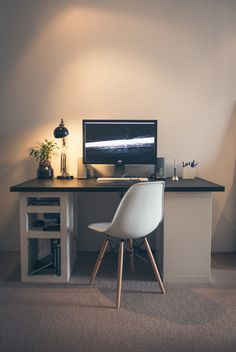 Home office decorating ideas: 23 Ideas for workplace Bureau Design, Workspace Design, Office Workspace, Interior Exterior, Interior Architecture, My Home Design, House Design, Minimal Desk, Simple Desk