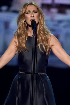 Celine Dion Brings AMAs Crowd To Tears With Moving Tribute To Paris