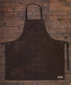 Bond Street Apron, Waxed Canvas from Jones of Boerum Hill. Maker of stylish and well-made aprons and workwear for men and women. Made in New York | USA jonesofboerumhill.com allnewamerican.com