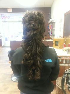 Curly hair style for long hair, beautiful but would it go with the veil?
