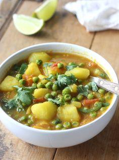 Potato & Sweet Pea Curry recipe (Aloo Matar) by SeasonWithSpice.com @seasowithspice
