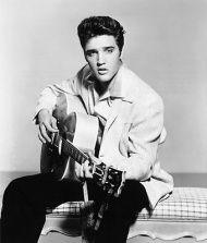 E L V I S  P R E S L E Y >Elvis Aaron Presley, nas circunstâncias mais humildes, nasceu para Vernon e Gladys Presley em uma casa de dois quartos em Tupelo, Mississipi no dia 8 de janeiro de 1935. Seu irmão gêmeo, Jessie Garon, nasceu morto, e Elvis cresceu como filho único. Ele e seus pais se mudaram para Memphis, Tennessee em 1948, e Elvis lá se formou na Humes High School em 1953. >http://www.vagalume.com.br/elvis-presley/biografia/#ixzz33Jio2P5r