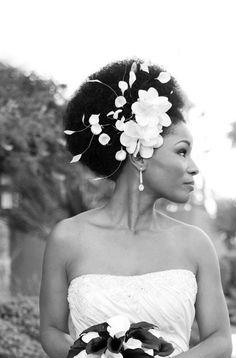 Penteados afros para noivas