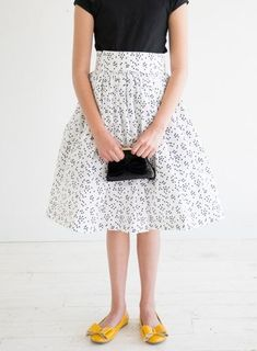 When Skies are Grey Skirt Tutorial - Simple Simon and Company Vintage Inspired Dresses, Vintage Dresses, Dresses For Teens, Girls Dresses, Ball Dresses, Dress Tutorials, Sewing Tutorials, Sewing Ideas, Childrens Sewing Patterns