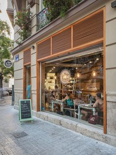 Le Petite Brioche Coffee Shop in Valencia | Weezbo