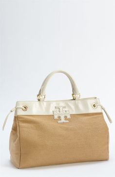 Love Tory Burch bags, perfect line, so delicate and the color combinatios are perfect everytime