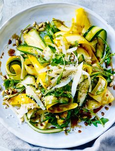The ideal spring lunch or light dinner: balsamic courgette, pine nuts and Parmesan salad. Step-by-step method for making Balsamic courgette, pine nuts and Parmesan salad yourself. Veggie Recipes, Vegetarian Recipes, Cooking Recipes, Pine Nut Recipes, Parmesan Recipes, Free Recipes, Cooking Tips, Spring Recipes, Easter Recipes