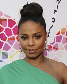 Sanaa Lathan is gorgeous! I love the whole look.