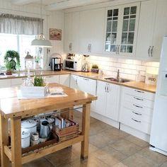 Ikke ofte denne siden av kjøkkenet blir vist.. Er som regel der jeg roter mest Så nå måtte jeg passe på i et kort, ryddig øyeblikk✨ #kjøkken #kitchen #landlig #landliv #lantlig #lantliv #interiør #interior #myhome #myhouse