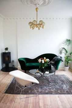 An Expert Guide to Buying Vintage Sofa, Emerald green velvet sofa