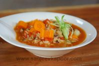 How to make Chowli and Brown Rice Stew -Black eyed beans, brown rice and vegetables stewed together. Vegetable Stew, Healthy Dishes, Brown Rice, Thai Red Curry, Beans, Vegetables, Ethnic Recipes, Food, Essen