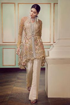 Latest Eid ul Azha Women Dresses Collections Pakistani Brands Latest Eid ul Azha Women Dresses Collections Pakistani Brands contains beautiful fancy suits designs from Elan, Asim Jofa, etc. Trajes Anarkali, Trajes Pakistani, Pakistani Formal Dresses, Pakistani Fashion Casual, Pakistani Dress Design, Pakistani Outfits, Muslim Fashion, Indian Outfits, Indian Fashion