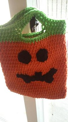Ravelry: Jack-O-Lantern Trick or Treat Bag pattern by Ashley Ross Halloween Crochet Patterns, Crochet Cat Pattern, Bag Pattern Free, Crochet Amigurumi Free Patterns, Crochet Ideas, Crochet Pumpkin, Crochet Fall, Kids Crochet, Holiday Crochet