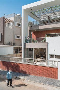 Terrace Design, Facade Design, Architecture Design, Exterior Design, Brick Cladding, House Cladding, Classic House Design, Small House Design, House Roof