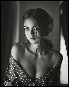 Black and White Portrait Photography: Expert Advice That Helps You Succeed – Black and White Photography Photography Women, Boudoir Photography, Portrait Photography, Fashion Photography, Photography Tips, Implied Photography, Boudoir Photos, Beautiful Woman Photography