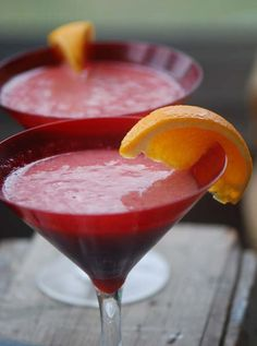 Strawberry-Banana Margaritas (1 cup strawberries  1 ripe banana  4 1/2 oz tequila  1 1/2 oz triple sec  2 Tbs fresh lime)