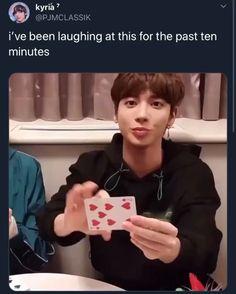 Funny Kpop Memes, Exo Memes, Kpop Gifs, My Heart Hurts, Kpop Exo, Wholesome Memes, Pop Singers, Kpop Groups, Videos Funny