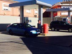 Abre la controvertida gasolinera 'low cost' de Torreguadiaro