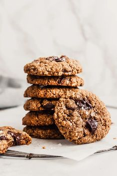 My very favorite healthy oatmeal chocolate chip cookies that just so happen to be vegan and gluten free. This easy, healthy oatmeal cookie recipe is perfect for lactating mamas or kids thanks to flax, oats and plenty of healthy fats. These chewy oatmeal chocolate chip cookies are outrageously delicious! #oatmealcookies #cookies #glutenfreedessert #vegan #vegandessert Salted Chocolate Chip Cookies, Dairy Free Chocolate Chips, Chocolate Chip Oatmeal, Chocolate Desserts, Healthy Oatmeal Cookies, Healthy Cookie Recipes, Baking Recipes, Cookies Vegan, Flour Recipes