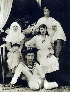 The Romanov siblings at Tsarskoe Selo, 1916. Clockwise: Maria, Tatiana, Anastasia, Alexei, and Olga.