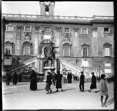 Piazza del Campidoglio ca) Once Upon A Time, Bed And Breakfast, Old Photos, Rome, Louvre, Travel, Antigua, Italia, Old Pictures