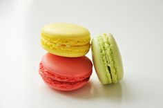 French Macarons anyone? Who doesn't love a macaron. This recipe is amazing, as luscious as if from a French Patisserie! Macaron Thermomix, French Macarons Recipe, French Patisserie, Pinoy Food, Filipino Recipes, Tray Bakes, Vanilla Cake, Keto Recipes, Favorite Recipes
