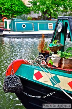 Home Sweet Home Via: Behind The Lens Lukey - someday I WILL do a barge cruise! Places To Travel, Places To Go, Barge Boat, Living On A Boat, Canal Boat, London House, Outside World, Narrowboat, Houseboats